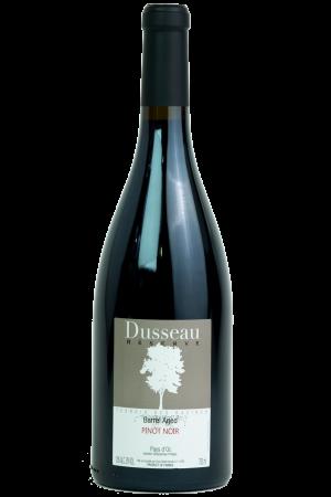 Domaine Dusseau Pinot Noir Barrel Aged, IGP Pays d'Oc. Frankrijk. Wijn, wijnfles, productfoto