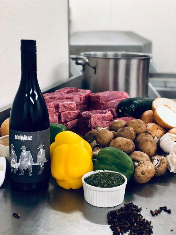 Kumarod Rot, Weingut Schwarz, Productfoto fles, wijnfles Creative Butcher