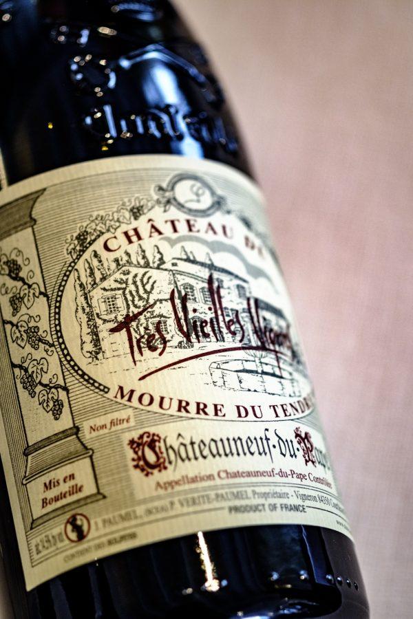 Chateau Mourre du Tendre, productfoto, wijnfles, wijnglas. lekkere wijn. Chateauneuf-du-pape